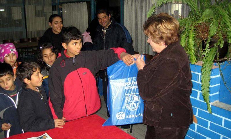 1000 paketića za decu i paketi hrane od ADRA-e iz Austrije